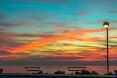 Bancs au lever de soleil Images stock