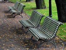 Bancs de parc l'automne Photo stock