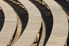 Bancs en bois ronds en parc Photos stock