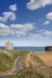 Bancs et vue de chemin de plage de Ballybunion Image stock