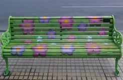 Bancs peints de Santiago dans Las Condes, Santiago de Chile Photo libre de droits