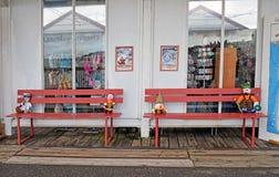 Bancs sur le pilier dans la baie Angleterre Kent de Herne photographie stock libre de droits