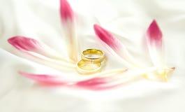 band blommar ny guldred två som gifta sig Royaltyfria Bilder