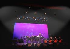 Band, das im Palasttheater durchführt Lizenzfreie Stockbilder