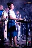 Band die muzikale instrumenten speelt stock afbeelding