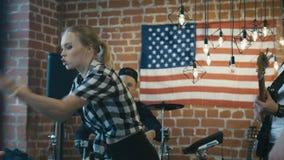 Band die tijdens repetitie strijdig zijn stock footage
