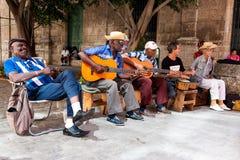 Band die traditionele muziek in Oud Havana speelt Stock Foto's