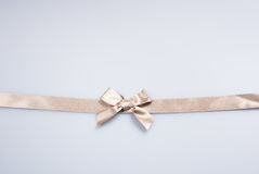 Band oder goldenes Band auf einem Hintergrund Lizenzfreies Stockfoto