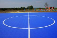 Band som fotboll sätter in på blått, däckar bakgrund. Royaltyfria Foton