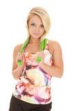 Band van de finess groene rek van het vrouwen de kleurrijke mouwloze onderhemd rond hals stock foto