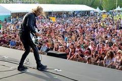 Band van Schedels (Engelse popgroep van Southampton) overleg bij Dcode-Festival Stock Fotografie