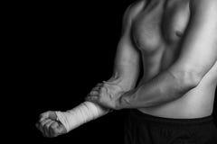 Bandażująca ręka, ból w ręce zdjęcie stock