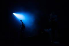 Banda adolescente del alboroto de Atari que realiza un concierto de rock Foto de archivo