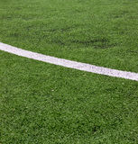 Banda bianca sul campo di calcio verde dalla vista superiore immagini stock libere da diritti