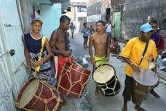 Banda brasileña del tambor que ensaya para el carnaval Imagen de archivo libre de regalías