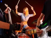 Banda che gioca strumento musicale Immagine Stock