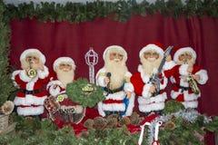 Banda de la música de Papá Noel que celebra la Navidad Fotos de archivo