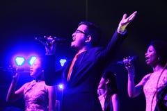Banda de la música que presenta concierto musical al aire libre