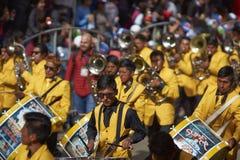 Banda de un grupo de la danza de Tinkus en el carnaval de Oruro Foto de archivo libre de regalías
