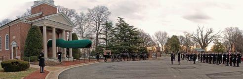 Banda del Ejército de los EE. UU. en la capilla vieja en el pie Myer, Va Fotos de archivo libres de regalías