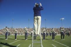 Banda dell'istituto universitario che esegue ad a orario ridotto durante la partita di football americano, West Point, NY Immagini Stock