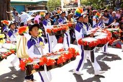 Banda della via che partecipa al festival del fiore di Panagbenga 2015 Fotografie Stock