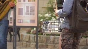 Banda della via di musica del tamburo stock footage