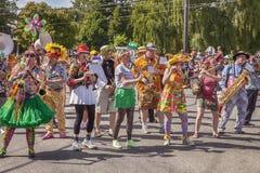 Banda di Honkfest nella parata di Fremont Immagine Stock