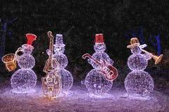 Banda di jazz del nuovo anno Pupazzi di neve Ancora-vita di natale Acquerello bagnato di verniciatura su carta Arte ingenuo Arte  royalty illustrazione gratis