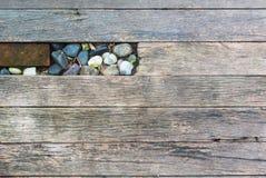 Banda di legno ruvida con la pietra Fotografia Stock Libera da Diritti