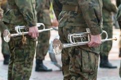 """Banda militare del †di parata dell'esercito """"che sta in uniforme militare del cammuffamento Immagini Stock Libere da Diritti"""