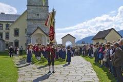 Banda piega tradizionale alla parrocchia giusta immagini stock
