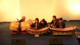 Banda tailandese degli studenti che gioca manifestazione tailandese tradizionale di concerto degli strumenti musicali video d archivio