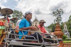 Banda tailandese nel buddista di cerimonia di inizio immagine stock