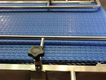 Banda transportadora azul almacen de metraje de vídeo