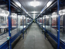 Banda transportadora del almacén de la logística Foto de archivo