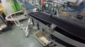 Banda transportadora en la industria textil almacen de metraje de vídeo