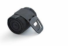 Bandage élastique noir roulé avec l'attache d'agrafe Photo stock
