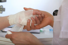 Bandage pour la main photographie stock