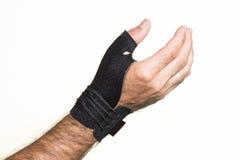 Bandage pour le pouce sur un man& x27 ; main de s - isolat Photo stock