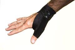 Bandage pour le pouce sur un man& x27 ; main de s - isolat Image stock