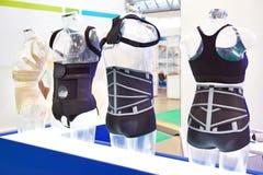 Bandages sur le mannequin dans le magasin photo libre de droits