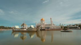 Bandar Seri Begawan, Бруней Darussalam-МАРТ 31,2017: Мечеть Омара Али Saifuddin султана видеоматериал