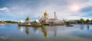 Bandar Seri Begawan, Brunei Darussalam-MARS 31,2017: Sultan Omar Ali Saifuddin Mosque Royaltyfri Foto