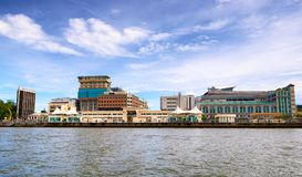 Bandar Seri Begawan, Brunei Darussalam-MARZO 31,2017: Vista sulla città dal fiume fotografia stock libera da diritti
