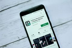 BANDAR SERI BEGAWAN, BRUNEI - 21 JANVIER 2019 : Musique et radio de JioSaavn comprenant JioMusic - application sur Google Play an image libre de droits