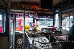 Bandarawela, Sri Lanka - 11 aprile 2018: Dentro il bus asiatico sull'autostazione Fotografia Stock
