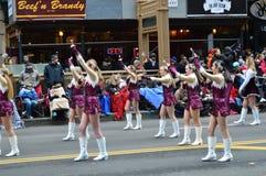 BANDAS Bedford High School Marching Band na parada da ação de graças Foto de Stock