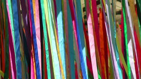 Bandas coloridas en el viento almacen de metraje de vídeo