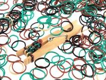Bandas elásticas usadas para hacer la joyería Imagen de archivo libre de regalías